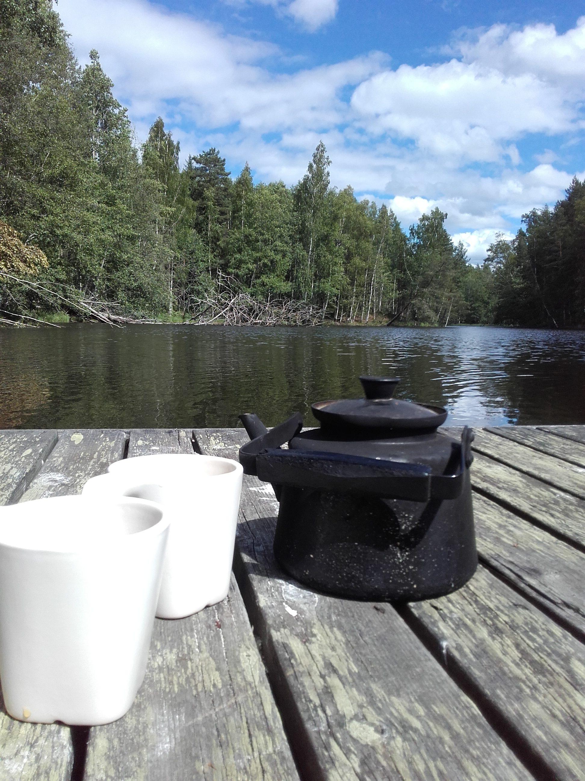 Kahvit laiturilla